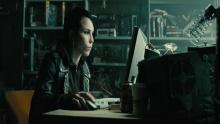 Девушка с татуировкой дракона смотреть на Tvigle.ru
