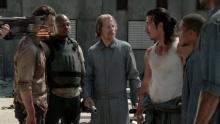 Ходячие мертвецы (The Walking Dead). Сезон 3. Серия 2 смотреть на Tvigle.ru