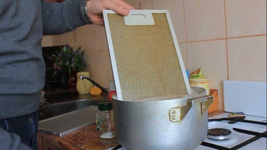 Чем отмыть сетку вытяжки в домашних условиях 714