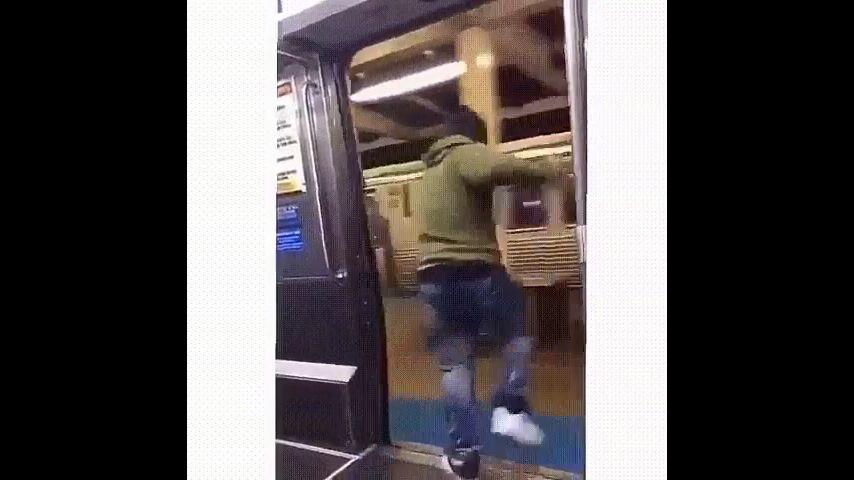 однажды в метро