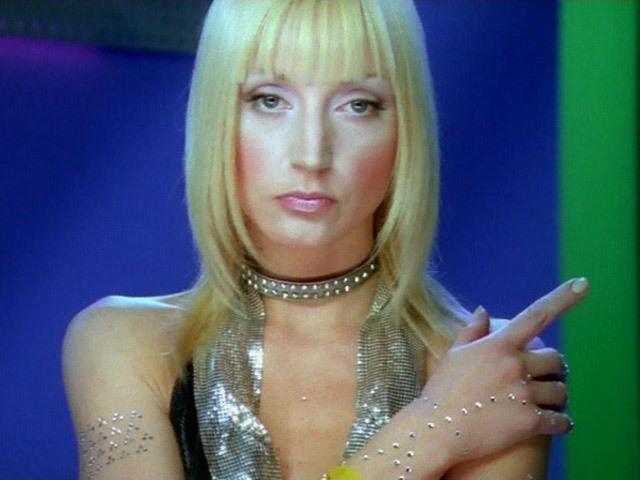 Видеоклип на песню Робот Кристины Орбакайте.
